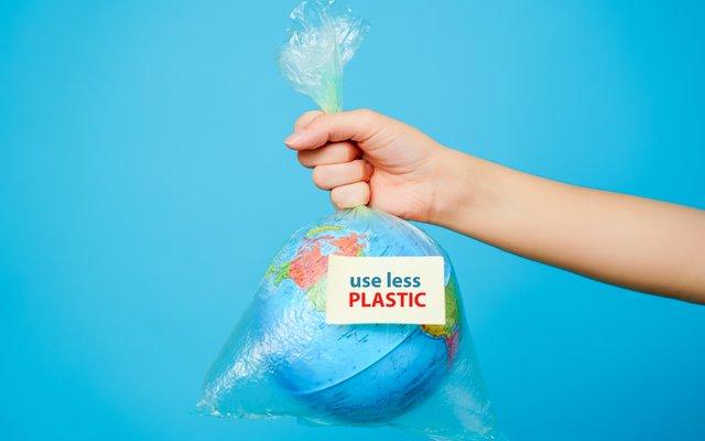 Ein paar Tipps für dich, wie du leicht Plastik abspecken kannst:
